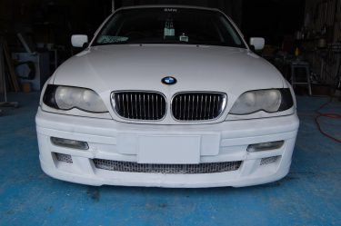 BMW: カスタムエアロバンパー修復修理