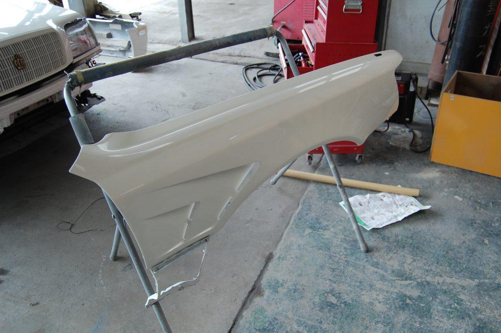 フロントフェンダー加工 塗装処理後 パールホワイト