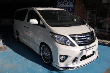 トヨタ:アルファード  エアロパーツ塗装取付