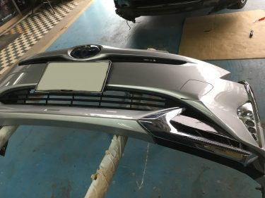 トヨタ:プリウスアルファ モデリスタエアロパーツ修復