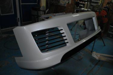 トヨタ:ハイエース エアロパーツ修理